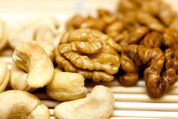 Kešu ořechy jsou skvělou ingrediencí pro výrobu raw dortů.