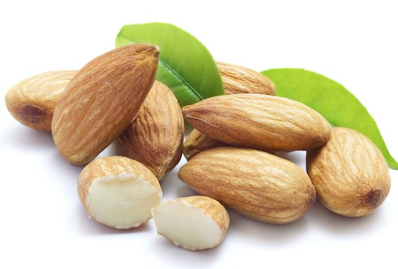 Ořechy obsahují velké množství omega-3 mastných kyselin, například kyselinu linoleovou či alfa-linoleovou.