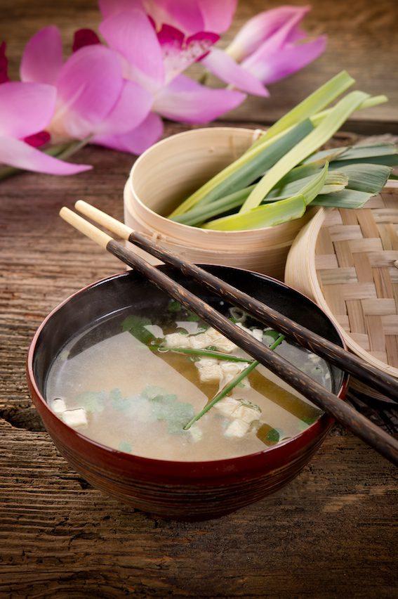 Miso polévka je dobře známým pokrmem i u nás.