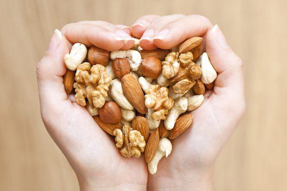 Ořechy poslouží například jako vyživující ingredience do dezertů, koláčů, salátů, pomazánek, polévek nebo dortů.