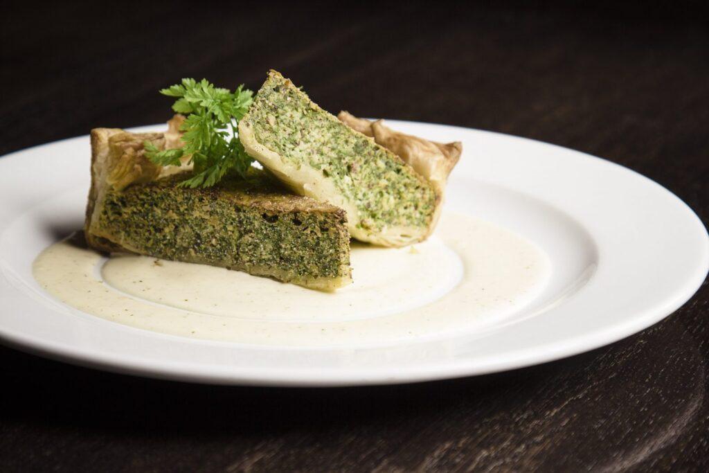 Špenátový quiche potěší všechny příznivce bezlepkových jídel.