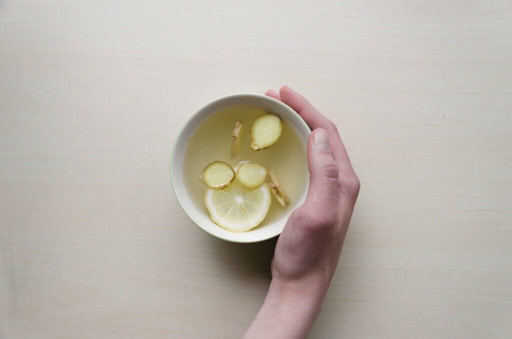 K jáhlovo-pohankové kaši si lze uvařit například zázvorový čaj.