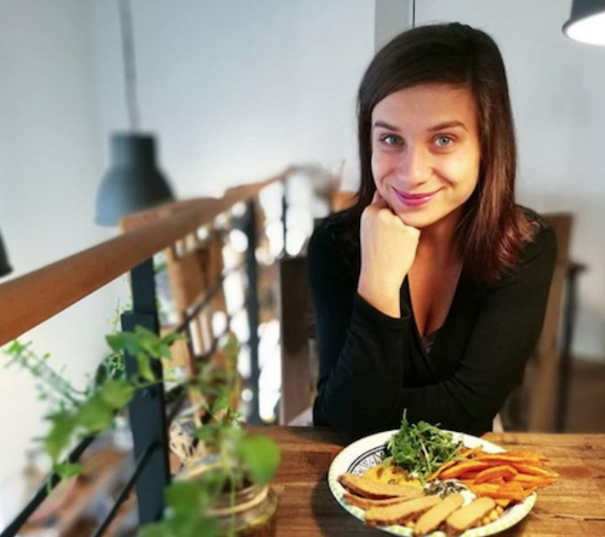 """""""Obecně ráda připravuji jídla rychlá, zdravá a myslím i na to, aby večeře obsahovala kompletní aminokyselinové spektrum,"""" říká youtuberka Katka."""