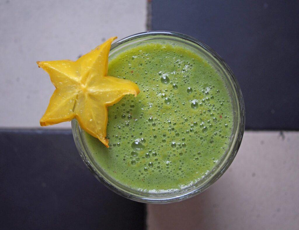 """Nápoj z mladého ječmene patří mezi nejoblíbenější """"zelené nápoje""""."""