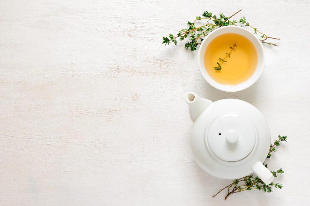 Pitný režim lze ozvláštnit například zeleným čajem.