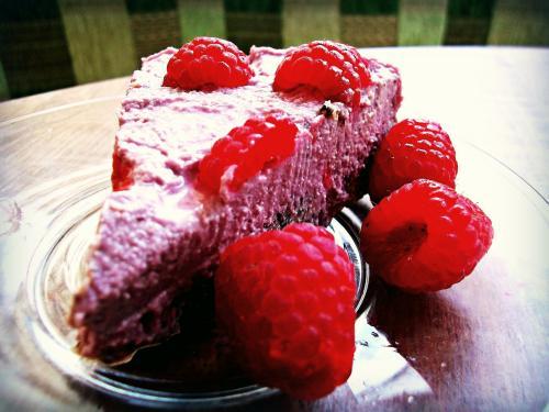 Goji skvěle chutná také v raw dortech.