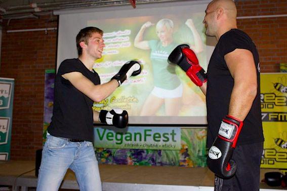 VeganFestu se vedle přednášejících účastní například také veganští sportovci.
